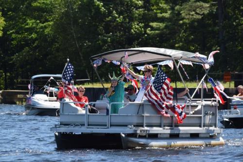 2017 boat parade 0